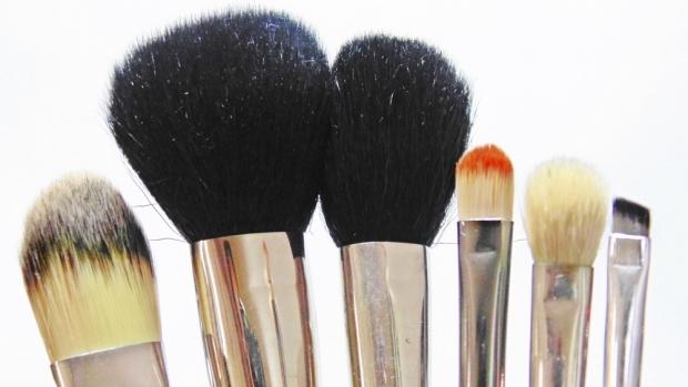 primeiros pincéis de maquiagem